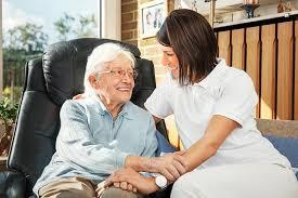 A szakápolás és a szakirányú terápiás szolgáltatás során biztosítani kell
