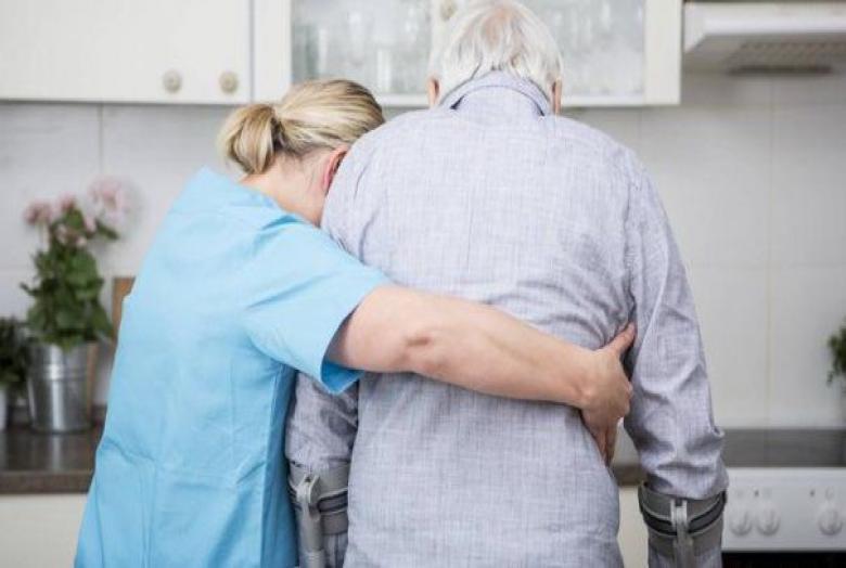 Milyen feladatokat láthat el a szakápoló a beteg otthonában, amihez nem szükséges orvosi jelenlét